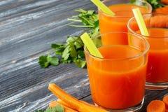 红萝卜新鲜的汁 免版税库存图片
