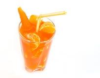 红萝卜汁桔子新近地紧压了 免版税库存图片