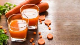 红萝卜汁,杯与菜的红萝卜汁 库存照片