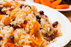 红萝卜烘干了做肉饭米的果子 免版税库存图片