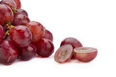 红葡萄在白色背景隔绝的莓果束 库存照片