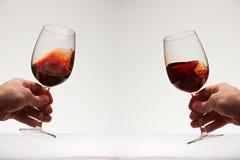 红葡萄酒两块玻璃 免版税库存图片