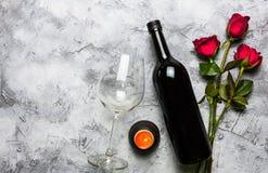红葡萄酒和玫瑰 免版税库存照片