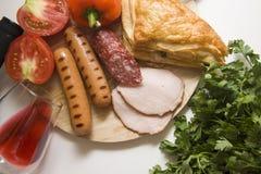 红葡萄酒和肉开胃菜 免版税库存图片