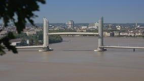 红葡萄酒在加龙河,时间间隔的升降吊桥 影视素材