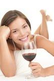红葡萄酒妇女 库存照片