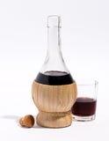 红葡萄酒烧瓶或玻璃水瓶  库存图片