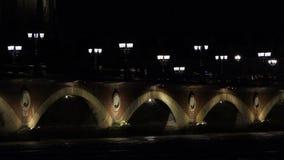 红葡萄酒老桥梁在晚上 股票视频