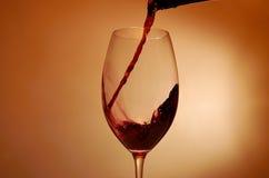 红葡萄酒飞溅 免版税库存照片