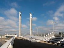 红葡萄酒, GIRONDE/FRANCE - 9月19日:新的升降吊桥雅屈埃 库存照片