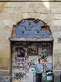 红葡萄酒, GIRONDE/FRANCE - 9月19日:街道画包括Archw 免版税库存图片