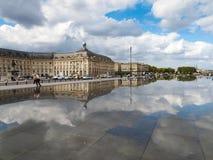红葡萄酒, GIRONDE/FRANCE - 9月19日:Miroir d'Eau在地方 免版税库存图片