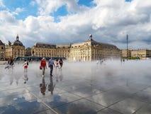 红葡萄酒, GIRONDE/FRANCE - 9月19日:Miroir d'Eau在地方 免版税图库摄影