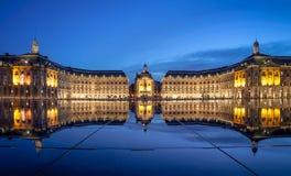 红葡萄酒, Place de la Bourse Miroir d eau 免版税图库摄影