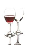 红葡萄酒玻璃和空的酒杯 免版税库存照片