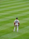 红袜队外野手第13在外野的卡尔・克劳福立场 免版税库存照片