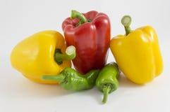 红辣椒、绿色和黄色 库存图片