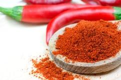 红辣椒和胡椒粉末 免版税图库摄影