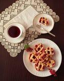 红醋栗杯形蛋糕 库存照片