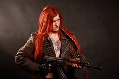 年轻红头发人军事女孩 图库摄影