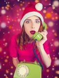 红头发人女孩叫对圣诞老人 图库摄影