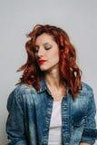 红头发人妇女的画象 图库摄影