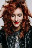 红头发人妇女的画象 库存图片