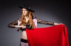 红头发人妇女西班牙斗牛士 免版税图库摄影