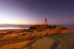 红头发人海滩-新堡澳大利亚-早晨日出 库存照片