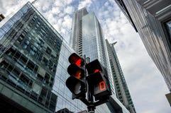 红绿灯在街市的蒙特利尔 库存图片