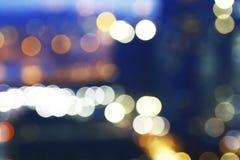 从红绿灯的五颜六色的Bokeh在迷离背景 免版税库存照片