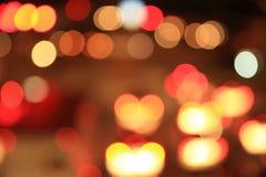 红绿灯迷离在晚上 免版税库存图片