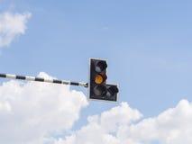 红绿灯:黄灯 库存图片