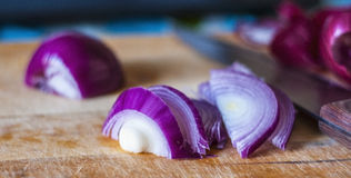 红洋葱烹调 免版税库存照片