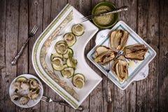 红鲻鱼内圆角用烤夏南瓜和茴香 免版税库存图片