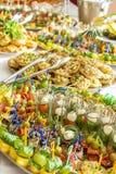 纤巧和快餐在自助餐或宴会 承办酒席 选择聚焦 库存照片
