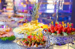 纤巧和快餐在自助餐或宴会 免版税库存图片
