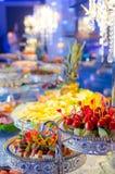 纤巧和快餐在自助餐或宴会 免版税库存照片