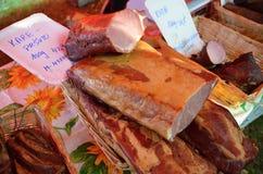 纤巧-猪肉熏制的肉-肥腻膳食 库存照片
