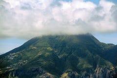 纤管火山在圣尤斯特歇斯 免版税图库摄影