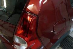 约什卡尔奥拉,俄罗斯- 2017年10月23日:红色雷诺在修理、绘画和洗车以后的Sandero Stepway 免版税库存照片
