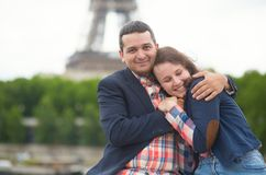 约会夫妇在巴黎 库存图片