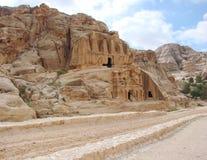 约旦的东部沙漠部分 石沙漠和岩石风景沿路向Petra 免版税库存照片