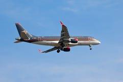 约旦皇家航空巴西航空工业公司ERJ-175 库存照片