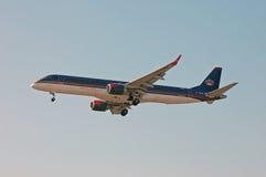 约旦皇家航空巴西航空工业公司ERJ-190 免版税库存图片