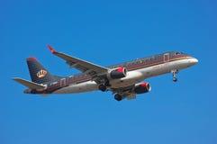 约旦皇家航空巴西航空工业公司ERJ-175LR 库存照片