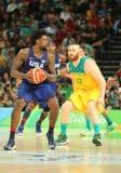 约旦队美国DeAndre在行动的在小组A在队美国和澳大利亚之间的篮球比赛期间 库存照片
