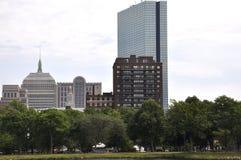 约翰・汉考克从查理斯河的塔视图波士顿Massachusettes国家的美国 免版税库存图片