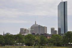 约翰・汉考克从查理斯河的塔视图波士顿Massachusettes国家的美国 免版税库存照片