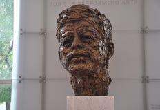 约翰・肯尼迪胸象肯尼迪中心纪念品的罗伯特Berks从华盛顿哥伦比亚特区美国 免版税图库摄影